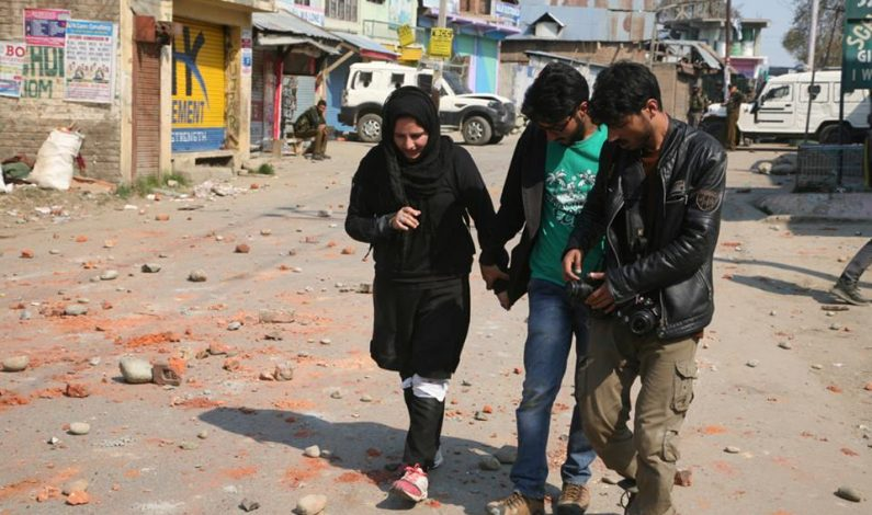 """Journalists shocked, angry, over labelling Kashmir female photojournalist as 'Mukhbir"""""""