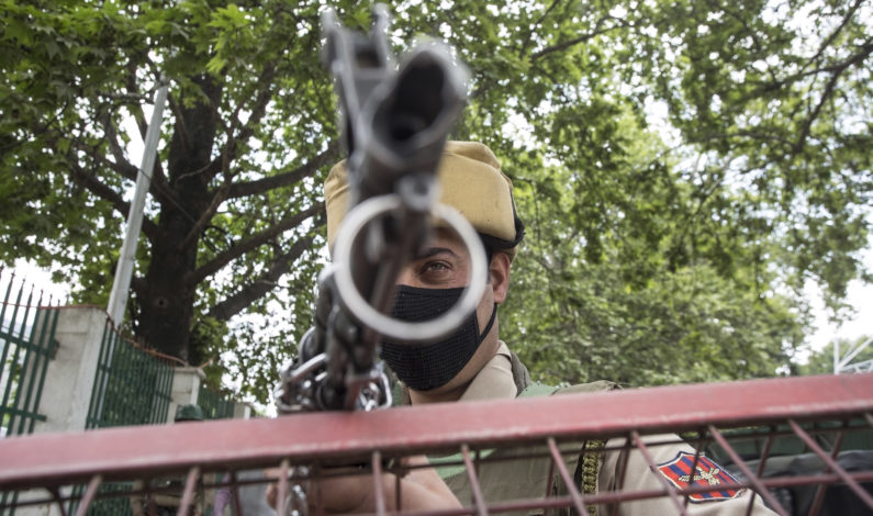 Policeman, Lashkar militants posing as electricians involved in looting of AK-47 rifles from Jawahir Nagar