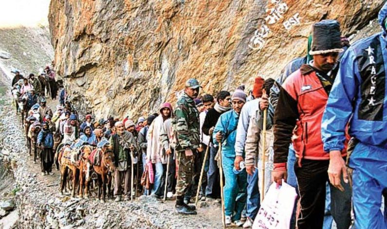 Post security advisory, Amarnath pilgrims start returning from Yatri Niwas base camp
