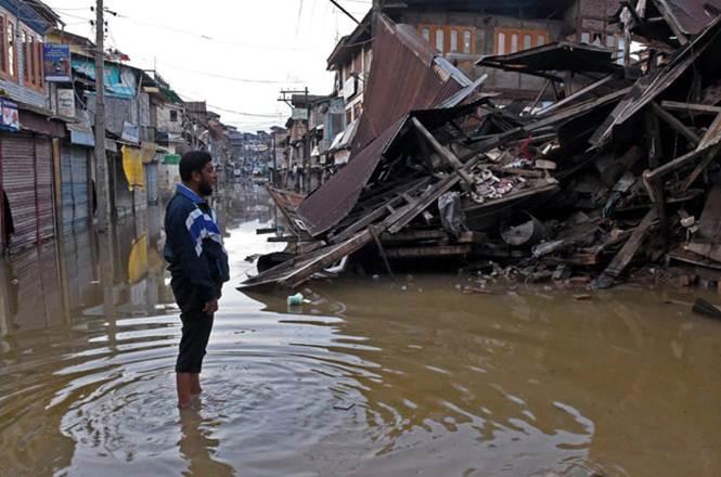Flash floods: 29 rescued in Kathua, Jmu-Sgr highway through; Edu institutes closed in Doda