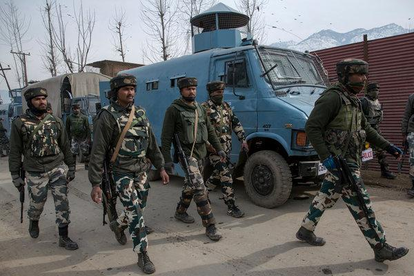 Cop rescued within no time after abduction by militants in Shopian