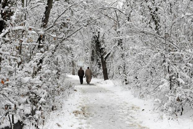 Upper reaches receive fresh snowfall, rains lash plains in Kashmir