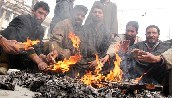 Mercury plummets across Kashmir Valley, Srinagar shivers at -5.9°C