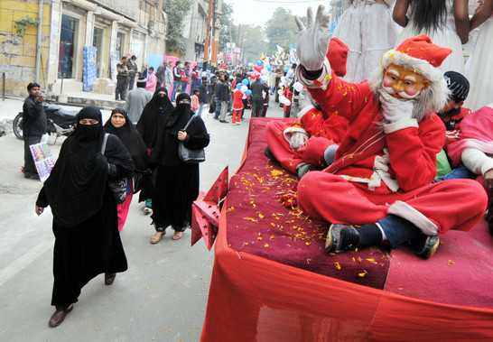 Video: Kashmir Celebrates Christmas