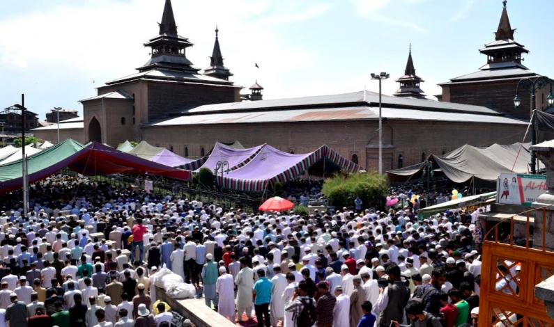 Lakhs attend Jummat-ul-Vida prayers at Jamia Masjid, Hazratbal