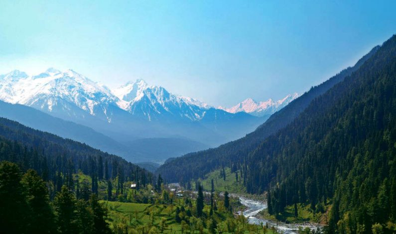 Govt bars Day-picnickers from visiting Pahalgam on weekends, but confirmed hotel booking holders can