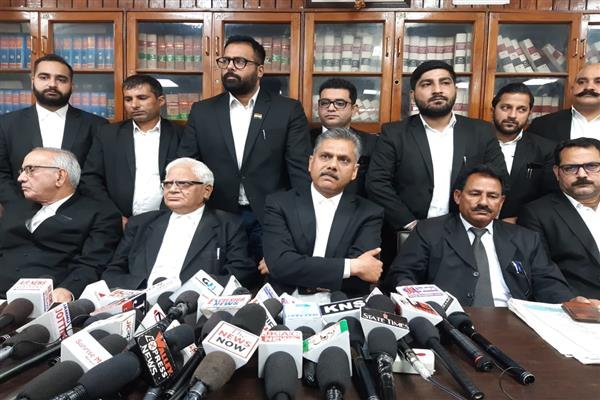Jammu High Court Bar suspends members who spoke in favour of Article 35A