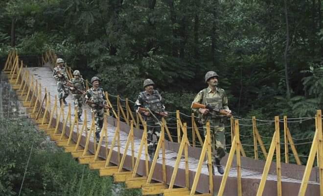 Indo-Pak armies trade gunfire along LoC in Rajouri