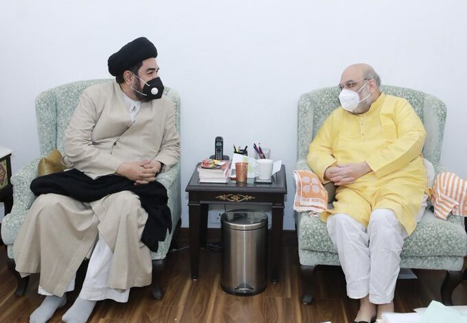 Local Shia leaders accuse Lucknow Shia cleric of 'bidding for BJP' in Kashmir and 'sowing seeds of division'