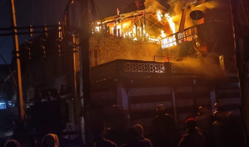 Overnight fire at Sakidafar, Srinagar damages several houses