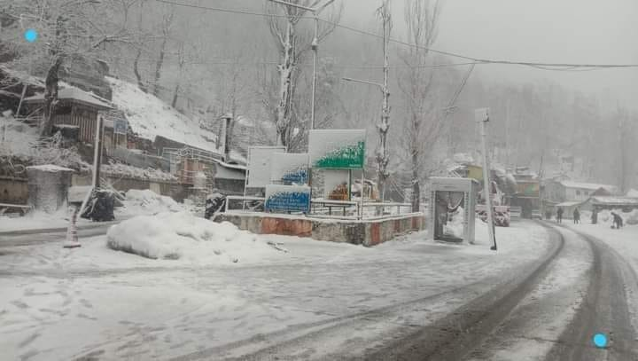 Jammu-Srinagar Highway Closed Amid Snowfall