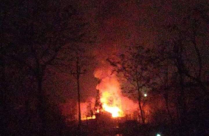 Inferno guts carpet mill, several residential houses in central-Kashmir's Namchibal