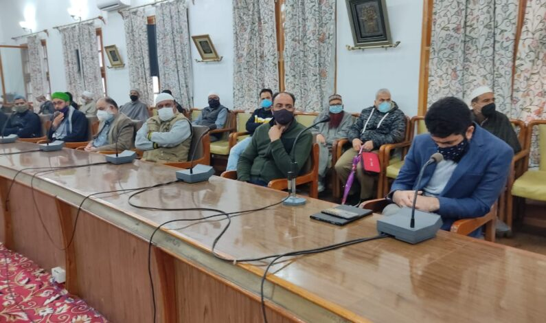 DC Srinagar holds session with Kashmiri Ulema, Imams, heads of Shrines