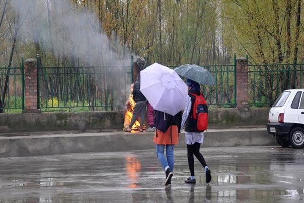 Rains lash parts of Kashmir, more expected