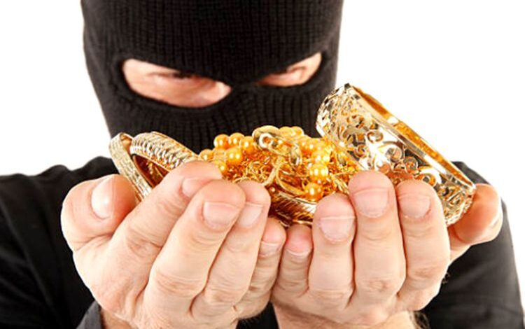 Gold worth lakhs looted by burglars from a house in Chrar-e-sharief Budgam
