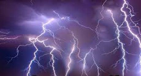 Three persons injured as lightning struck in Karnah