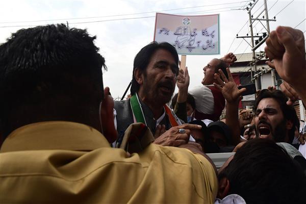 UP Violence: Congress demands release of Priyanka Gandhi, holds massive protest